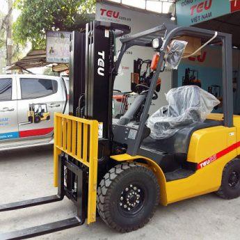 Xe nâng dầu 2.5 tấn