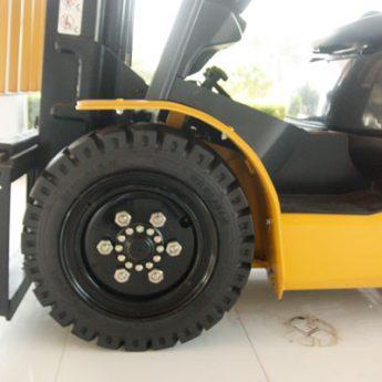 Lốp xe nâng là gì? Nên dùng những loại lốp nào trên xe nâng hàng?