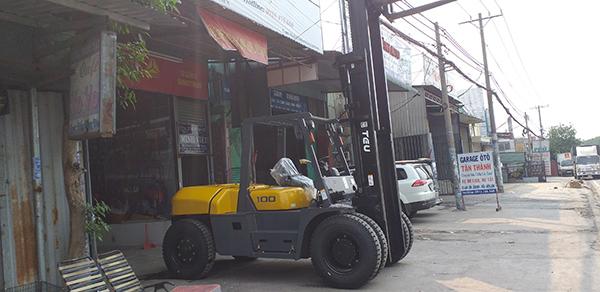 xe nâng loại lớn, xe nâng sắt thép, bê tông